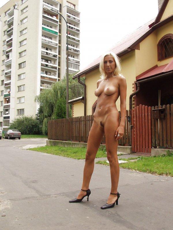 голые на улице смотреть порно