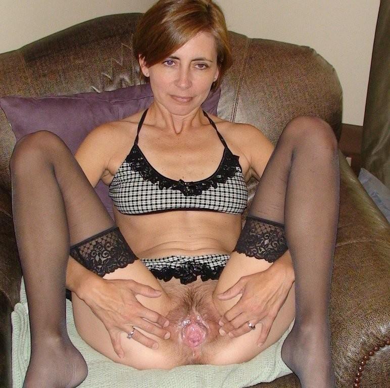 Молодая жена показывает свою киску фото 767-836