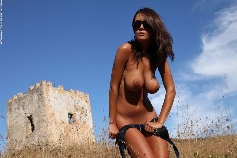 обалденная голая девушка с офигенной фигурой