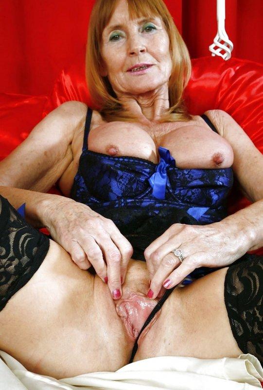 Под юбкой у баб за 50 зрелые засветы  Эротические фото