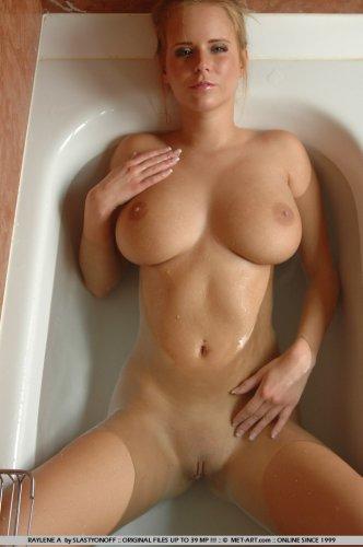 зрелые с грудью восьмого размера порно