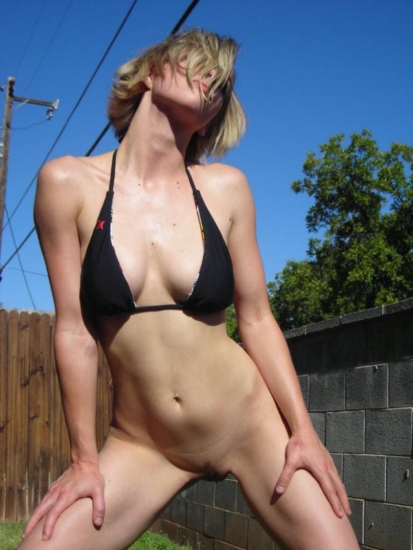 на улице  Красивые голые девушки эротические фото
