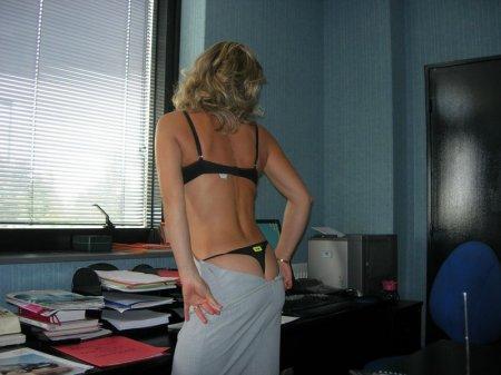 лесби в мини юбках в офисе