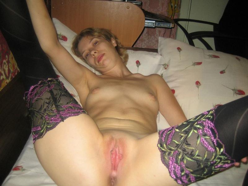 Русская бисексуалка и ее частные секс фото.