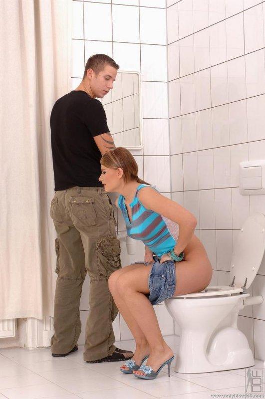 порно видео лесбиянки в туалете