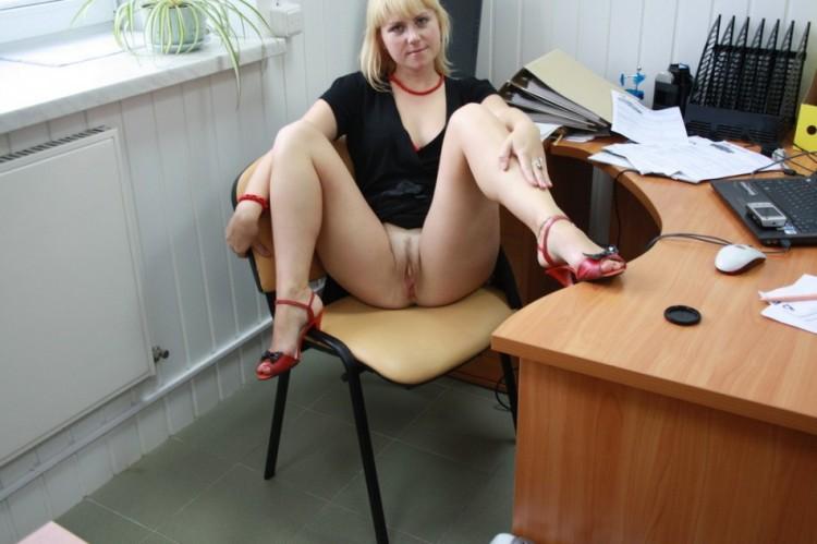 фото секретарш на столе эро