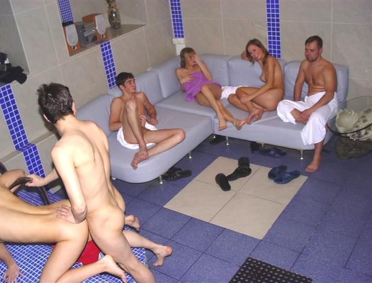 Проституток в сауне